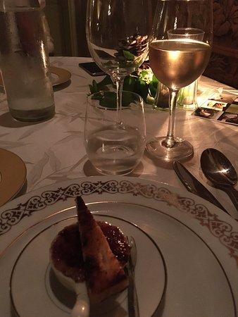 Roullens, França: Mise en bouche - crème brûlée au pâté, une surprise délicieuse !