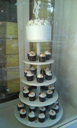 De Cafe Resto, Pastry & Bakery