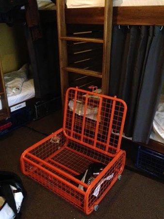 Naughty Squirrel Backpackers : lockers under bunks - on wheels