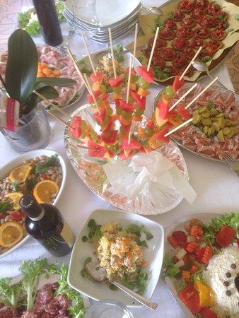 Armeno, Italien: Buffet di buon ferragosto