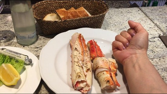 KaDeWe Feinschmeckerbars: I'm  first time try the King Crabs , it's amazing , look at that picture , size of the King Crab