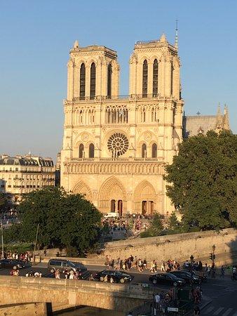 Les Rives De Notre Dame Photo