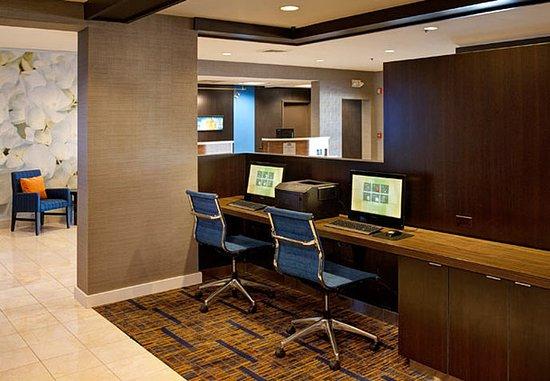 โคโมโด, อินเดียน่า: Business Center