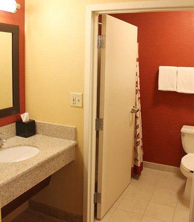 Sandston, فيرجينيا: Suite Bathroom