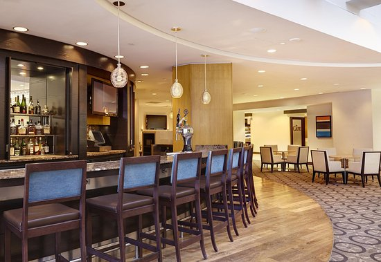 DoubleTree by Hilton - Washington DC - Crystal City: Lobby Bar