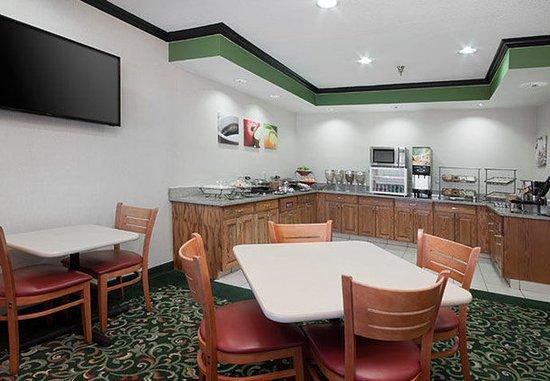 Hudson, WI: Breakfast Buffet