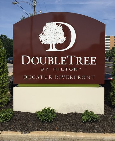 DoubleTree by Hilton Hotel Decatur Riverfront