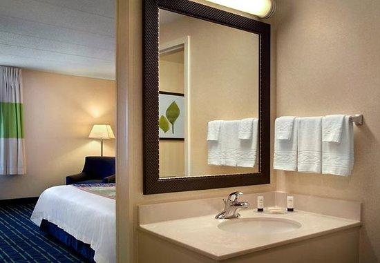 Tewksbury, ماساتشوستس: Guest Bathroom