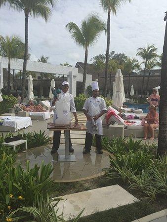 Palmar: na żywo kucharze wycinają figury lodowe