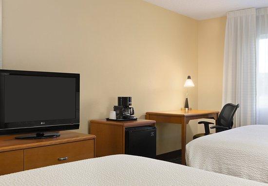 Mendota Heights, MN: Queen/Queen Guest Room - Workspace