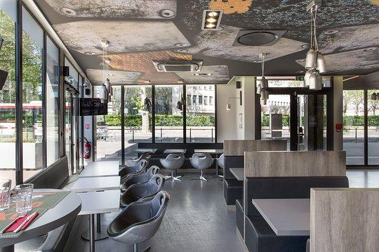 Bar-restaurant festif situé près des campus étudiants de la Doua (Villeurbanne)
