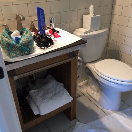The Reeds at Shelter Haven : blotter covering sink. NO SPACE!!!!
