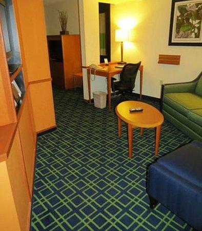 Mount Vernon, IL: King Suite