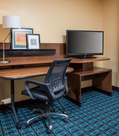Ashland, KY: Suite - Work Desk