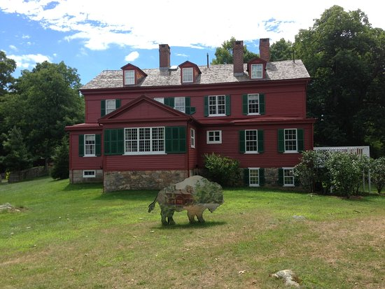 Wilton, CT: Back of Weir House with one of the hidden bison in 2016