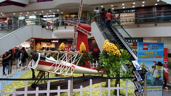 Skywalk (ampa Mall): A windmill model at the central foyer in the ground floor of Ampa Mall
