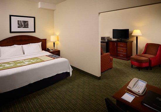 Fairfield Inn Toronto Oakville: Extended King Guest Room