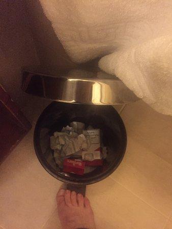 Movenpick Resort & Residences Aqaba: 4 jours sans vider la poubelle, plus de serviettes et quand tu demandes de remettre des produits