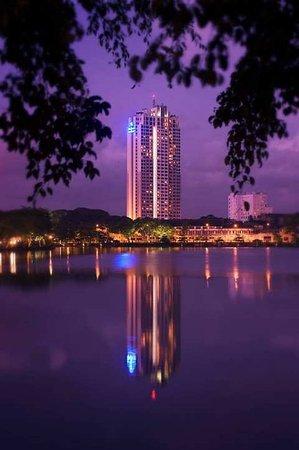 Hilton Colombo Residence: Exterior