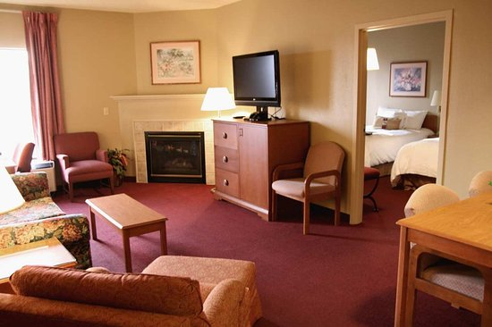 Altoona, PA: Double Executive Suite with Fireplace