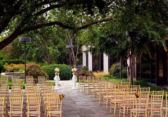 Greenbelt, MD: Patio Wedding Set Up