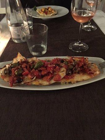Puegnago sul Garda, อิตาลี: calamari grigliati con pomodorini