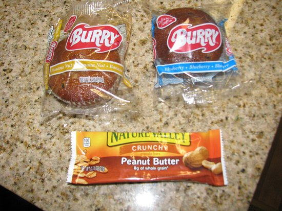 Extended Stay America - Orange County - Lake Forest : Teeny tiny muffins and smaller than normal granola bar