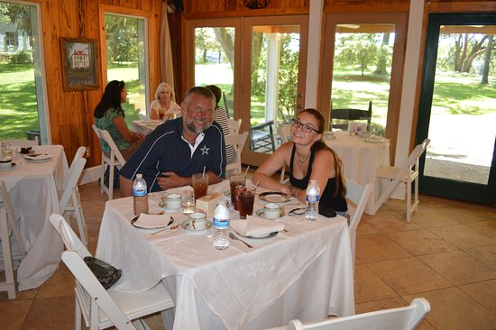 Georgetown, SC: This was a later lunch, so there were only 8 people in the restaurant at the time.