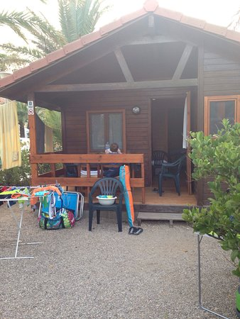 Creixell, Hiszpania: Camping et restaurant. Chalet en bois avec clim