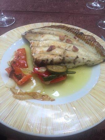 Fiscal, Spanien: Asador de verdad de los de siempre!!! Buen pescado y buena carne. Servicio estupendo precio equi