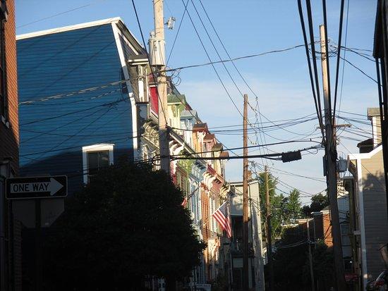 Comfort Inn Riverfront: street near hotel