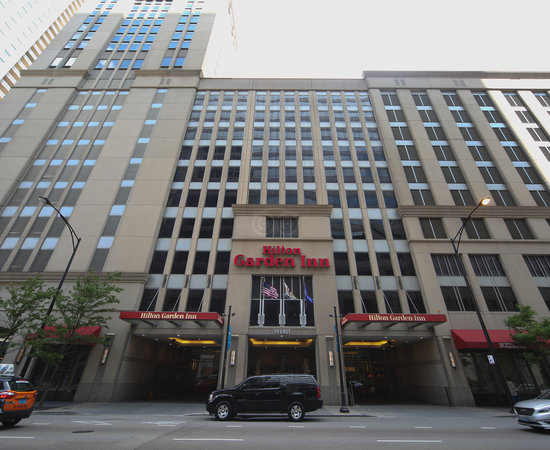 Hilton garden inn chicago downtown magnificent mile for Hotels around downtown chicago