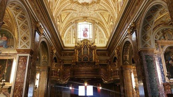 Sant'Antonio dei Portoghesi: 20160818_165638_large.jpg