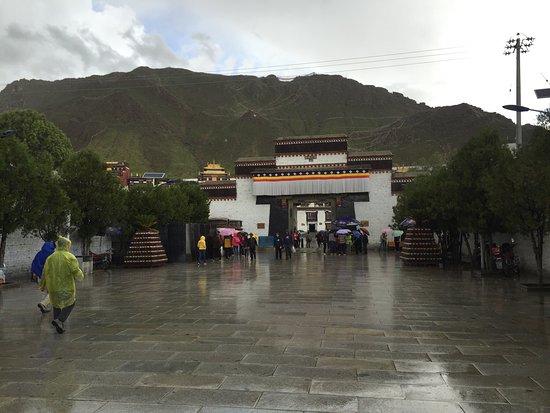 Shigatse, China: photo1.jpg