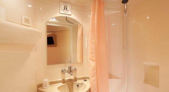 Feignies, Francja: Salle de bain privative
