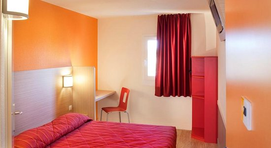 Feignies, Francia: Chambre grand lit