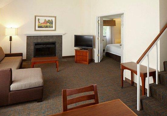Eden Prairie, MN: Penthouse Suite - Living Area