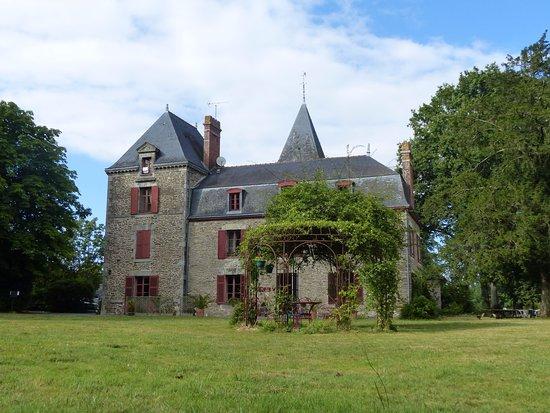 Missillac, France: La vue du Manoir depuis le Parc