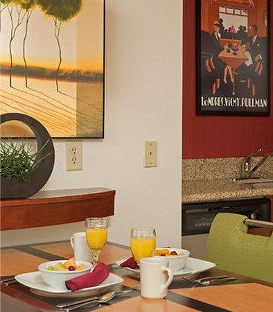 Grandville, Μίσιγκαν: Suite Dining Area