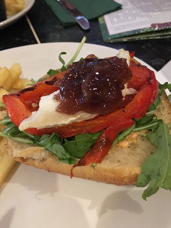 """Frankie & Benny's New York Italian Restaurant & Bar - Nottingham: This is considered as """"lunch"""" - half a bread roll with a smudge of goats cheese & dollop of reli"""