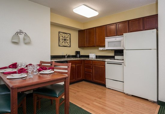 Independence, MO: Two-Bedroom Suite - Kitchen