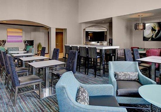 Mentor, OH: Lobby Dining Area