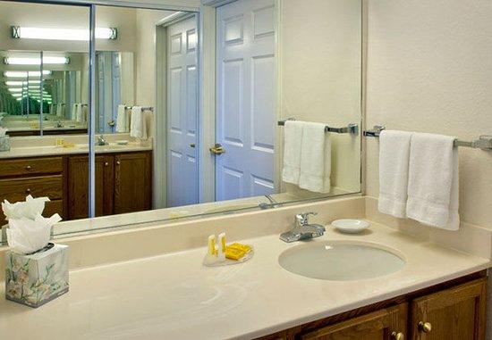 แอนโดเวอร์, แมสซาชูเซตส์: Guest Bathroom Vanity
