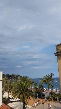 Hotel Metropol: Vue prise depuis la chambre de l'hotel (vue mer)