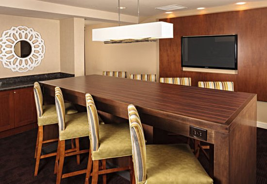 Holtsville, estado de Nueva York: Gatehouse Communal Table