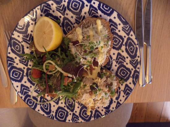 Λέστερσαϊρ, UK: Cornish Crab on Soda Bread Salad