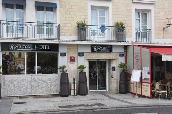 street entrance photo de royal hotel caen centre caen tripadvisor. Black Bedroom Furniture Sets. Home Design Ideas