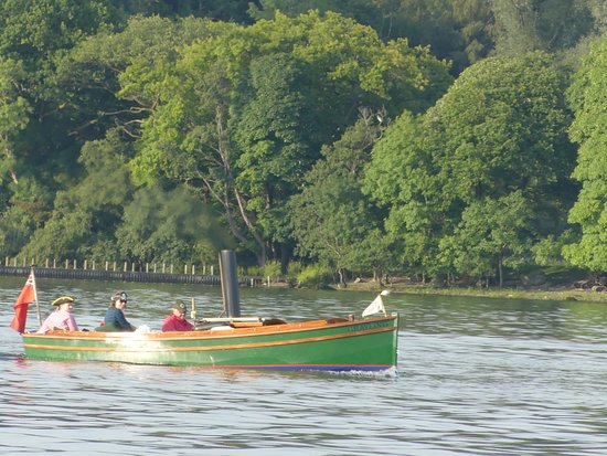 Bowness-on-Windermere, UK: Other boat users on the lake including this steam boat.