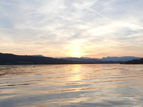 Bowness-on-Windermere, UK: The sun beginning to set
