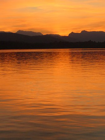 Bowness-on-Windermere, UK: The red glow of the late evening sunset